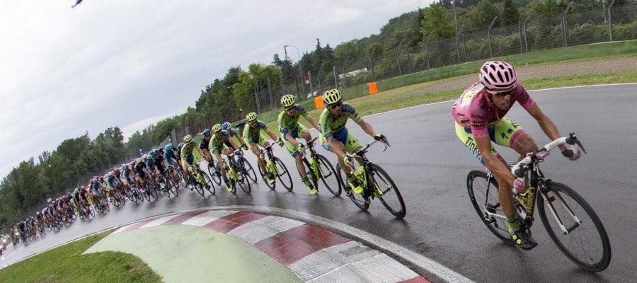 El pelotón durante una etapa del Giro de Italia (Archivo)