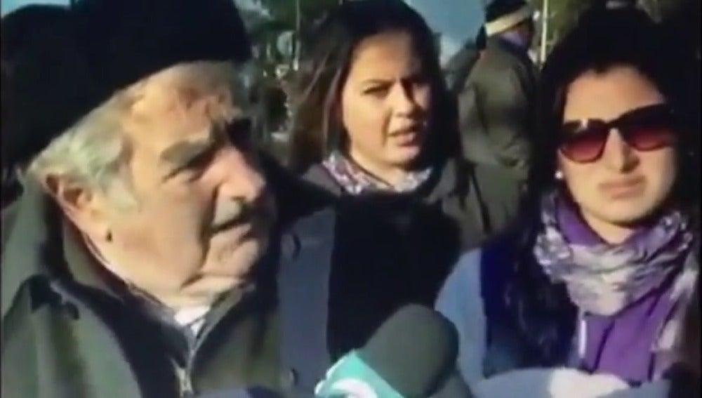 Frame 0.878295 de: Mujica: Maduro está loco como una cabra
