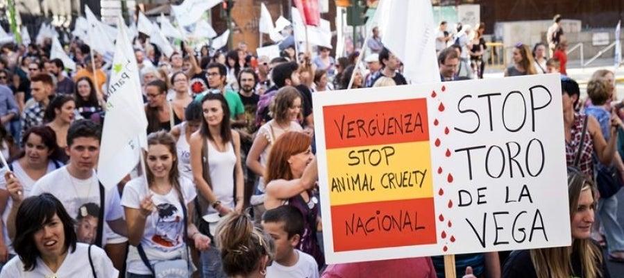 Participantes en una concentración contra la fiesta del Toro de la Vega