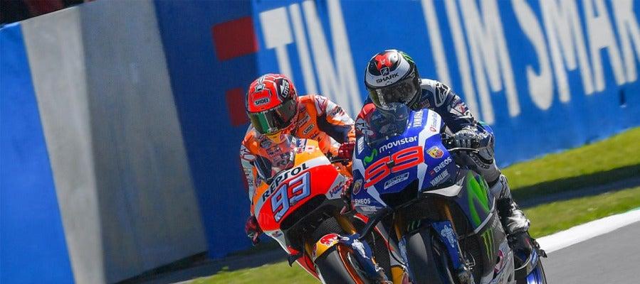 Lorenzo vence a Márquez en la recta de meta del GP de Italia