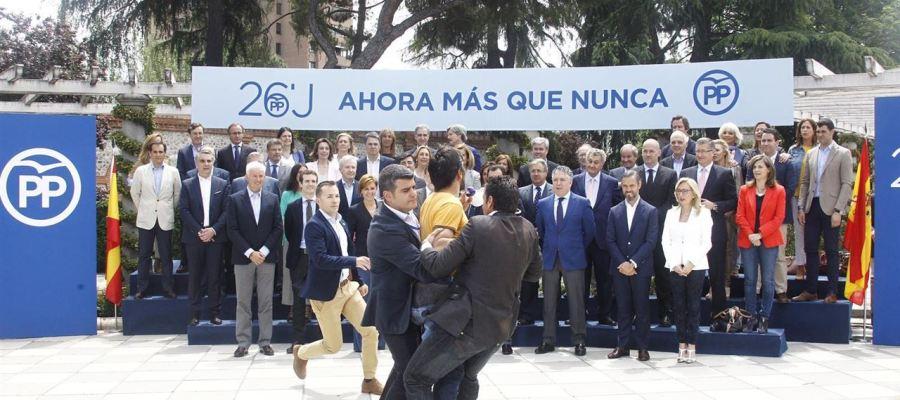 Un espontáneo irrumpe en el acto de Mariano Rajoy