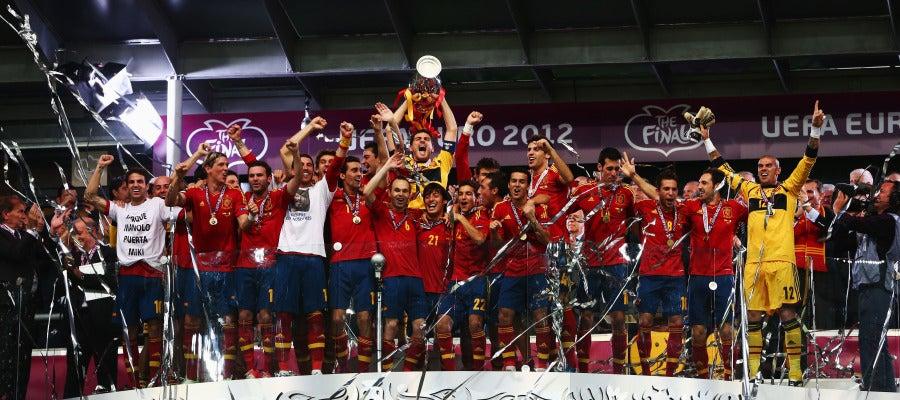 Iker Casillas levanta la Eurocopa del año 2012