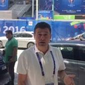Alfredo Martínez junto al Stade de France