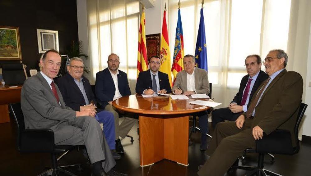 Signatura conveni Vila-real