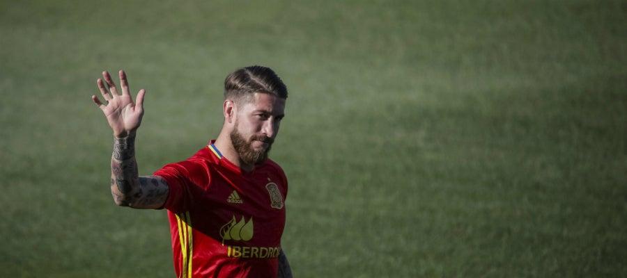 Sergio Ramos saluda