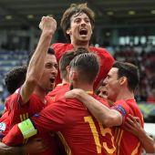Los jugadores de España celebran el gol ante la República Checa
