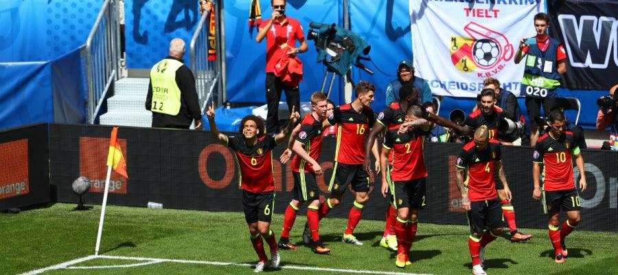 Bélgica celebra un gol