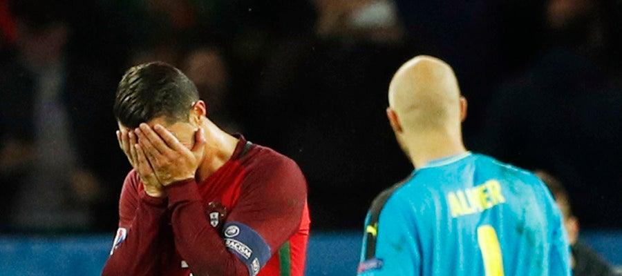 Cristiano se lleva las manos a la cara tras fallar el penalti ante Austria