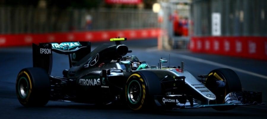 Rosberg luce Mercedes en Bakú