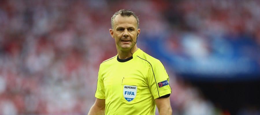 El holandés Björn Kuipers durante un partido de la Eurocopa 2016