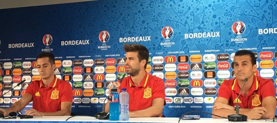 Lucas Vázquez, Piqué y Pedro en rueda de prensa