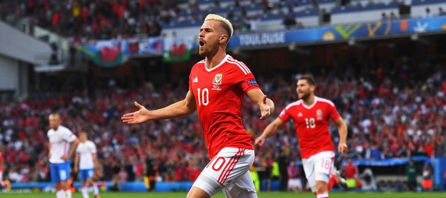 Ramsey celebra su gol ante Rusia