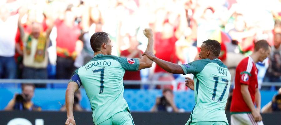 Cristiano celebra uno de sus goles ante Hungría