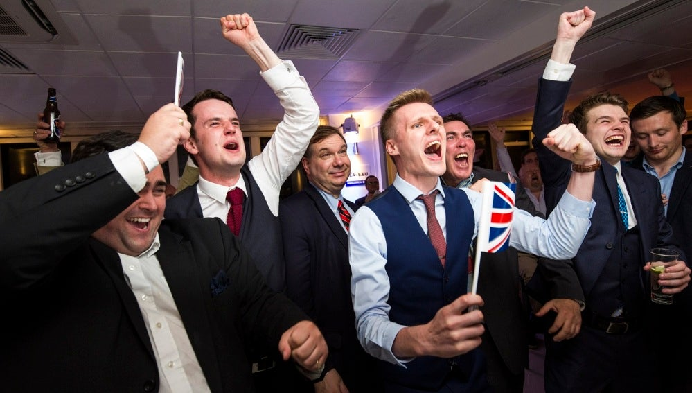 Celebración por la salida de Reino Unido de la Unión Europea