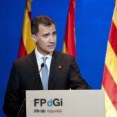 Felipe VI, en un discurso ante Puigdemont, anima al entendimiento y a la convivencia