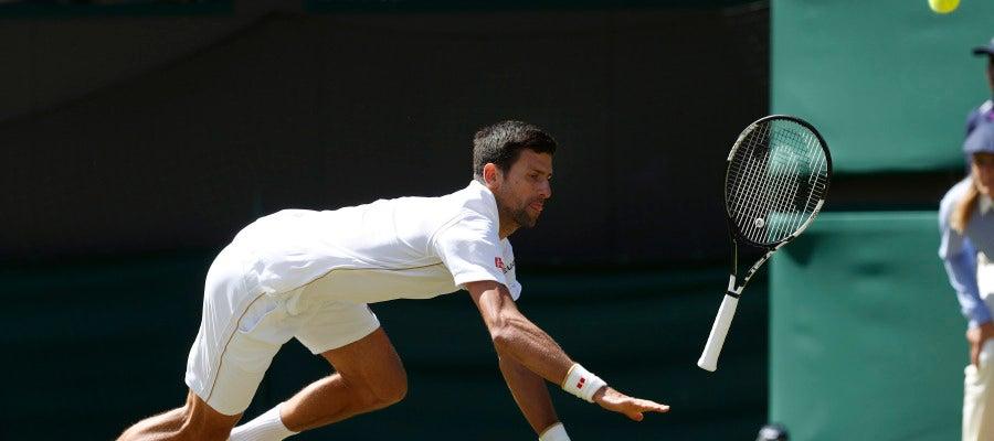 Novak Djokovic no llega a una bola ante Querrey