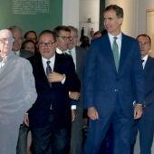 """El Rey Felipe VI inaugura en la Biblioteca Nacional la exposición """"CJC 2016. El centenario de un Nobel. Un libro y toda la soledad"""""""