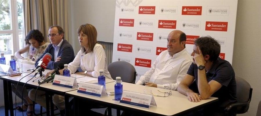 De izquierda a derecha, los dirigentes de Podemos, PP, PSOE, PNV y EH Bildu