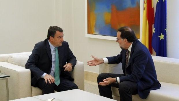 Rajoy se reúne con el PNV de manera oficial para avanzar en la negociación de los presupuestos