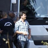 La policía turca escolta a varios soldados acusados de planear el golpe de estado fallido, en Ankara