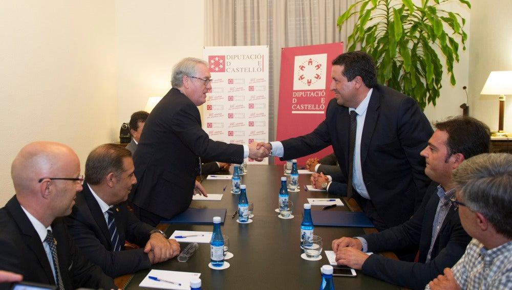 Firma del acuerdo de coordinación entre la Diputación de Castellón y la de Tarragona