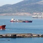 El submarino de propulsión nuclear, el 'HMS Ambush', perteneciente a la Royal Navy atracado en el puerto de Gibraltar.