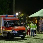 Efectivos sanitarios en el lugar de la explosión en Ansbach.