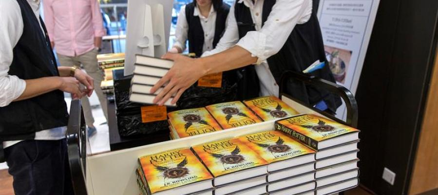 """El guión teatral de 'Harry Potter y el niño maldito"""" ya está en manos de cientos de"""