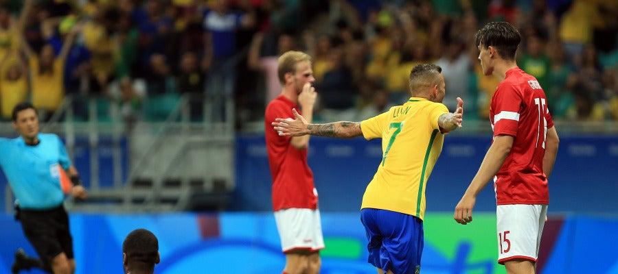 Luan completa la goleada de Brasil a Dinamarca (4-0)
