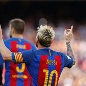 Leo Messi celebra uno de sus goles ante el Betis
