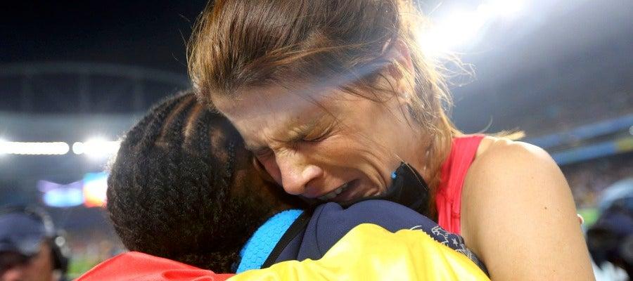 Ruth Beitia, emocionada, celebra su oro olímpico