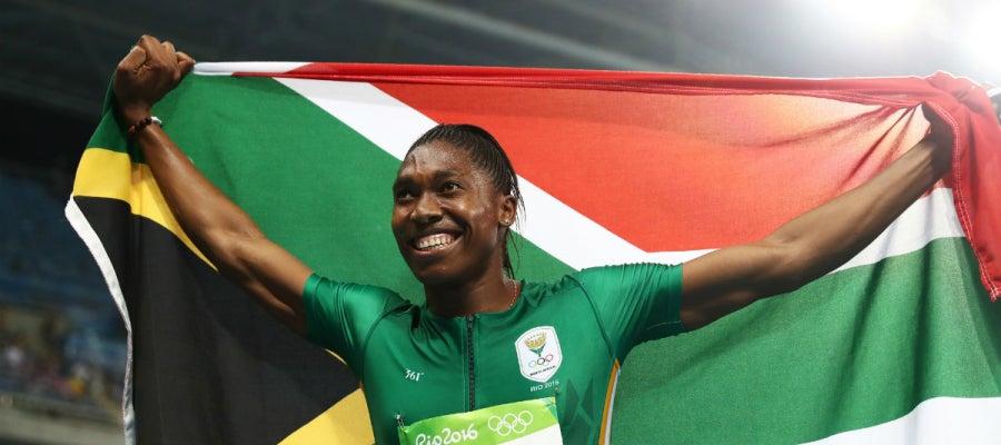 Semenya, con la bandera de Sudáfrica