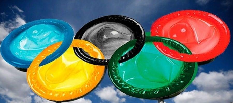 Los aros olímpicos, formados por preservativos