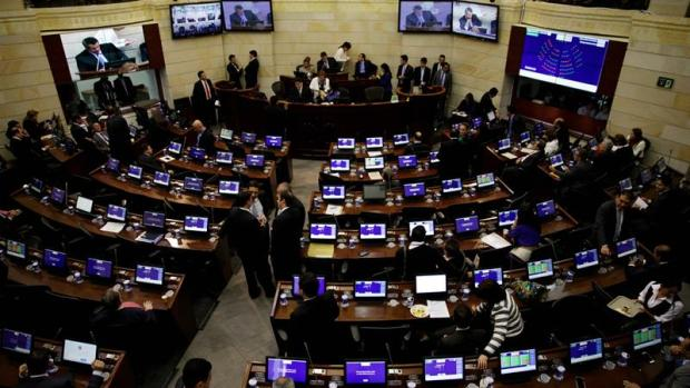 El Congreso colombiano aprueba la convocatoria del plebiscito de paz para el 2 de octubre.
