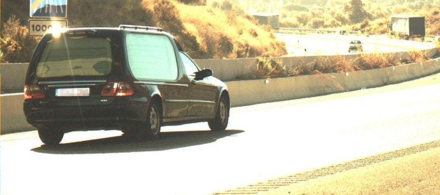 El coche fúnebre captado por un radar