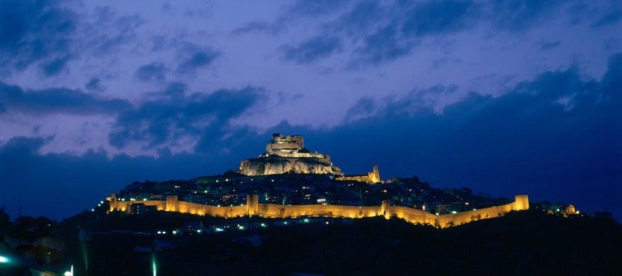 La localidad de Morella en una vista nocturna.
