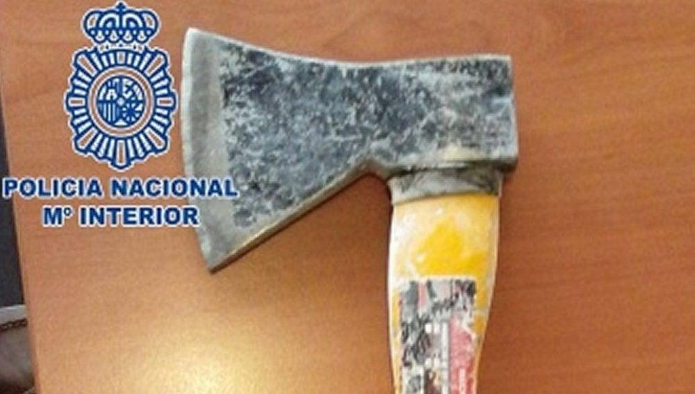 Los ladrones utilizaban un hacha para intimidar a sus víctimas