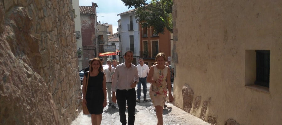 La consellera de vivienda, Mª José Salvador, ha recorrido las calles del centro de Onda
