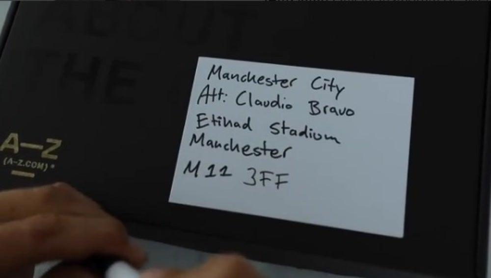 Ibrahimovic le manda una camiseta a Claudio Bravo