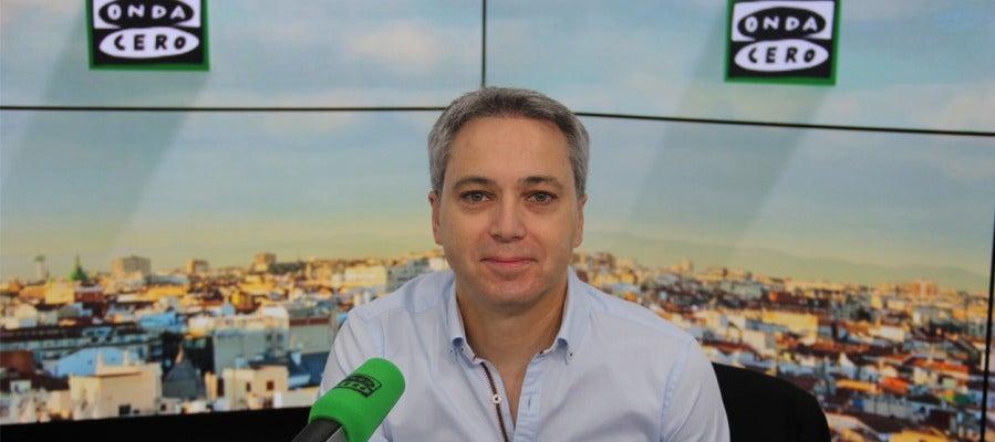 Vicente Vallés en los estudios de Onda Cero