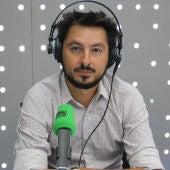 Antonio Lucas en los estudios de Onda Cero