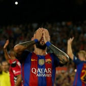 Aleix Vidal se lamenta con el Barça