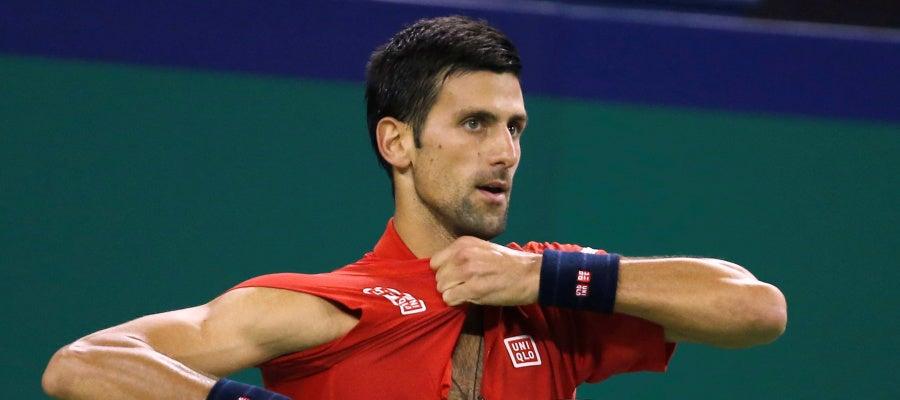 Novak Djokovic rompe su camiseta en Shanghái