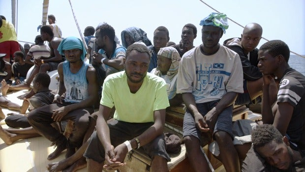 Un grupo de refugiados, en el Astral tras ser rescatados por ProActiva Open Arms