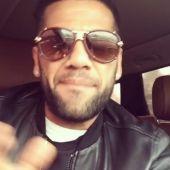 Dani Alves canta 'La bicicleta'