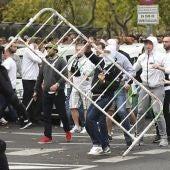 Aficionados del Legia cargan contra la policía