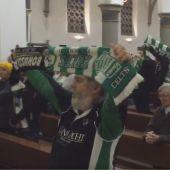 La afición del Gladbach y del Céltic se hermana en una iglesia