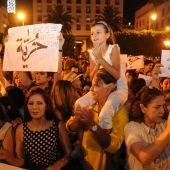 """Ciudadanos marroquíes en una protesta celebrada en Rabat (Marruecos) en julio de 2015 contra el arresto de dos mujeres acusadas de de """"indecencia"""""""
