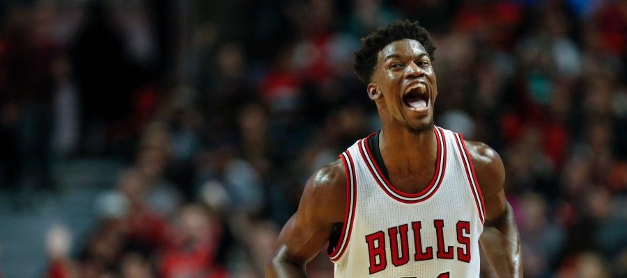 Butler celebra una canasta con los Bulls