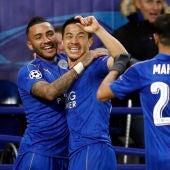 Shinji Okazaki celebra su gol con el Leicester